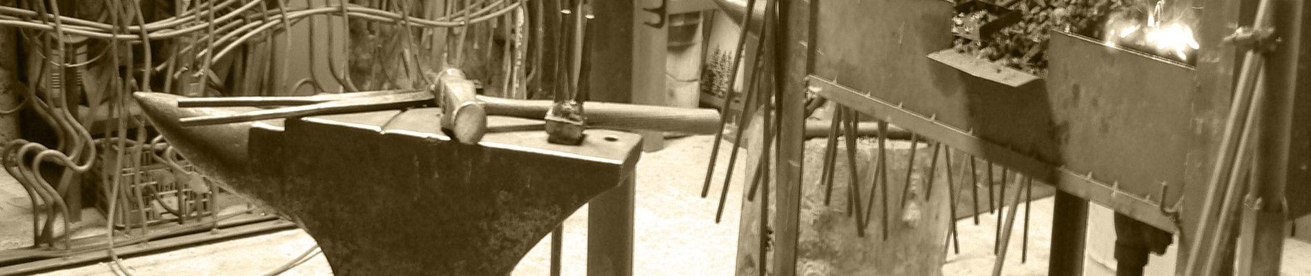 taller, forja, yunque, martillo, metalmorfosis